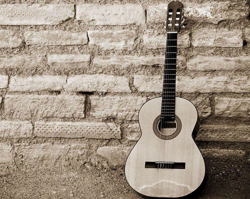 Perdesiz bir Gitar 'ın avantajları ve dezavantajları
